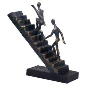 פסל אומנותי עולים לפסגה