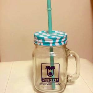 כוס זכוכית עם קשית