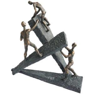 """פסל """"לא ניתנים לעצירה"""""""