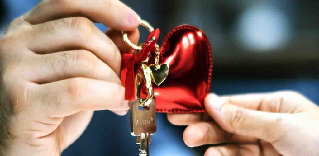 מחזיק מפתחות ממותג נמסר